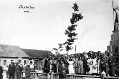Dusetos.-1932.08.15-Nepriklausomybės-aikštėje-3-ioji-V.V.S.-ekskursija-Dusetose.-Foto-Gaulios