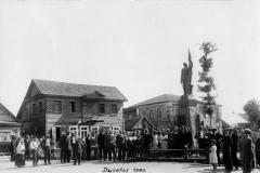 Dusetos.-Nepriklausomybės-aikštė-1932.08.15-3-ioji-V.V.S.-ekskursija-Dusetose.-Gaulios-foto