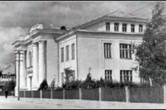Senieji-gimnazijos-rūmai