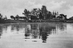 Dusetos.-Vaizdas-nuo-Sartų-ežero.-P.-Rusecko-leidinys-Lietuva-3-serija