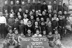 1_12-Antroji-ir-trečioji-pradinės-mokyklos-klasės-1921-m.-Dusetos-Second-and-third-grades-of-an-elementary-school-1921-Dusetos