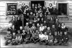 63-Tarbut-pradinės-mokyklos-mokiniai-1927-m.-Dusetos-Students-of-the-Tarbut-elementary-school-1927-Dusetos